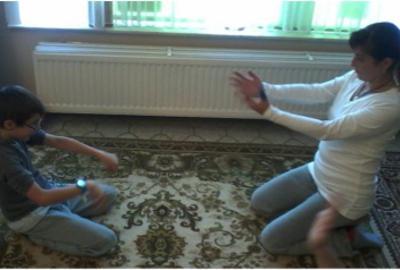 Pratiquer le yoga comme un jeu avec son enfant