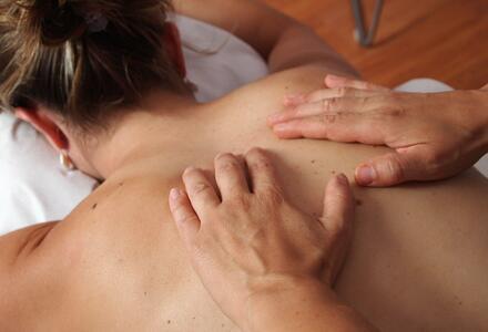 Le massage, synonyme de réconfort, confiance, solidité intérieure.