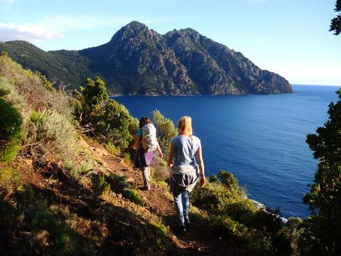 Psycho-Randonnée en Corse, de la montagne à la mer
